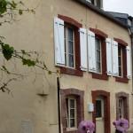 Petites tuiles et lucarne, 1 rue du fg Saint-Martin (2008)