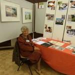 Le stand des Amis du Vieux Fontaine tenu par la présidente d'honneur Denise Boutillon.