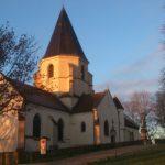 Aurore sur l'église Saint-Bernard (Cliché Jean-Marie Combette).