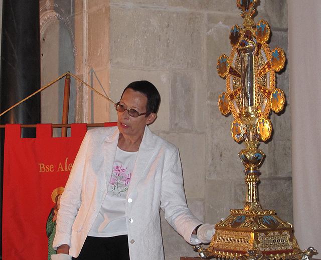 Le Grand reliquaire de saint Bernard présenté par Sigrid Pavèse pour la troisième journée/ Saint-Bernard 2010 organisée par l'association Saint-Bernard.