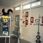 Exposition sur les girouettes à la bibliothèque municipale en 1997.