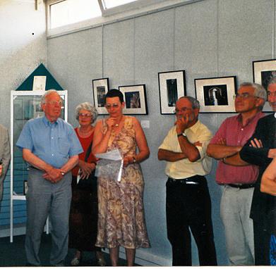 Vernissage de l'exposition de photographies de Gérard Jasserme sur la Maison natale à la bibliothèque municipale en 2003