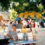 Le stand tenu par Denise Boutillon sous le tilleul de la Liberté, 2004.