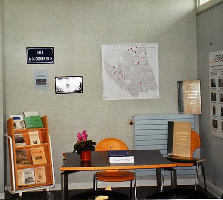 Le nom des rues à Fontaine, conférence de Sigrid Pavèse, organisée par la bibliothèque municipale de Fontaine, 2006.